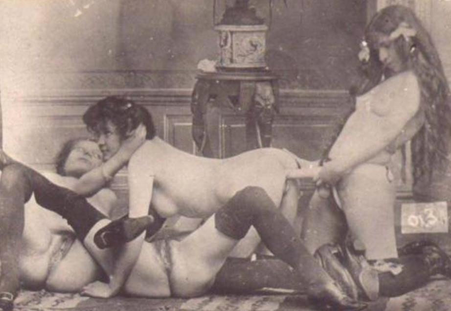 Вялый член первые эро фото ретро три парах пикантное